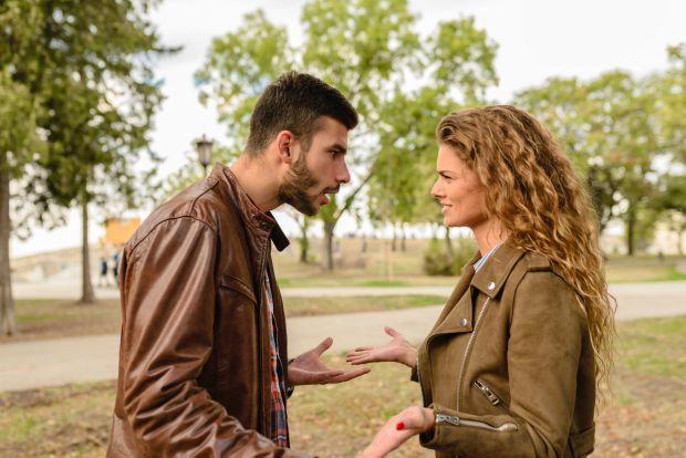 скандали, мъж и жена, разговор