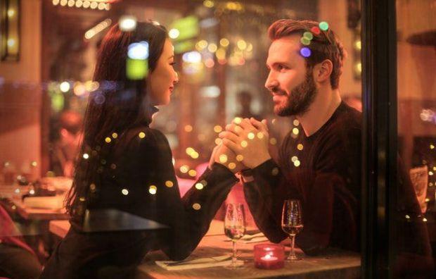 среща, ресторант, влюбена двойка