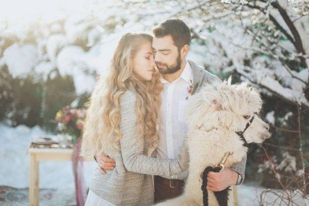 двама влюбени, мъж и жена, зима, мала, любов