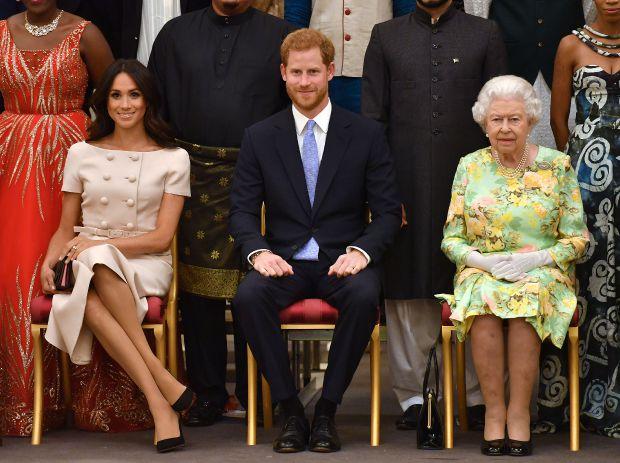 кралица елизабет втора, меган маркъл, принц хари