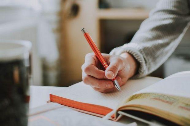 писане на желания, червен химикал, послания към вселената