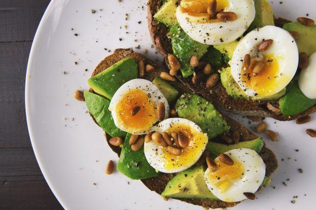яйца и авокадо