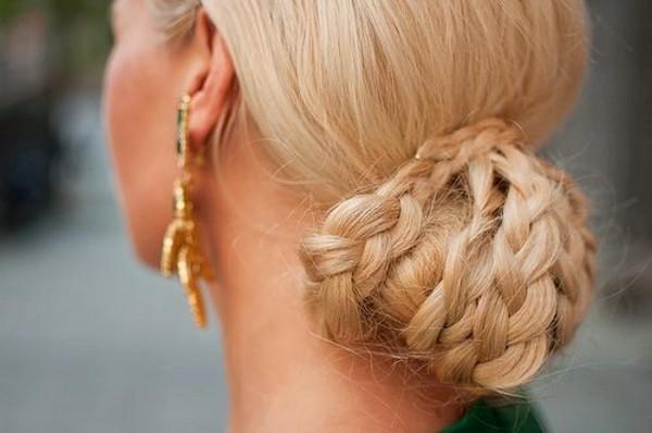 Прическа блондинка с косой
