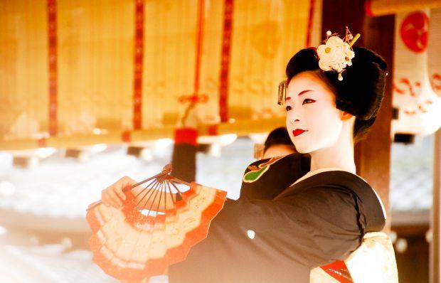 По света и у Азия - Page 2 Geisha_winter_dance_by_bethosjoyous-d3anydc