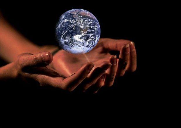 нова реалност, по-добър свят, глобус, земя, ръце