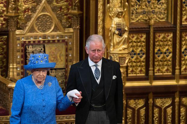 кралица елизабет втора, принц чарлз