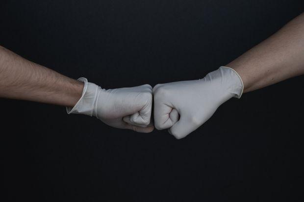 ръце, ръкавици