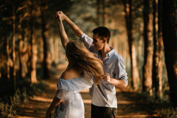 зодия овен любов, танц, гора, свобода
