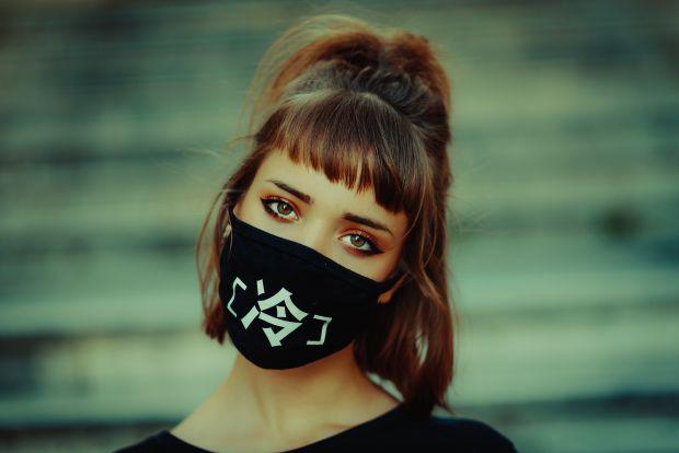 жена, маска