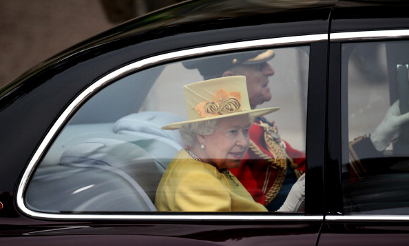 Кралица Елизабет Втора на сватбата на Кейт и Уилям