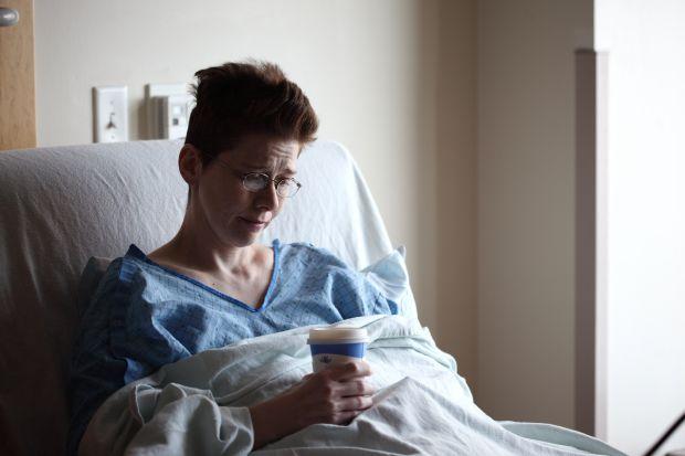 жена, болница