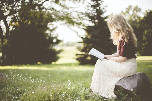сряда, жена, гора, книга, любознателност