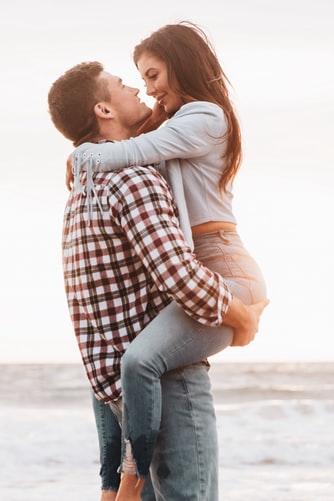 двама, те, влюбени, любов, любовници, прегръдка, море, спонтанност