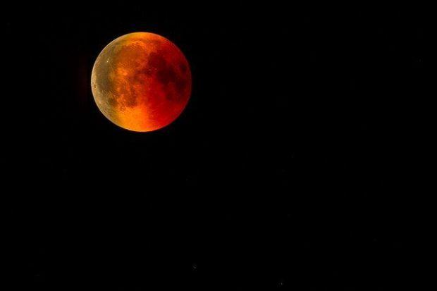 пълнолуние, луна, лунно затъмнение, ягодова луна