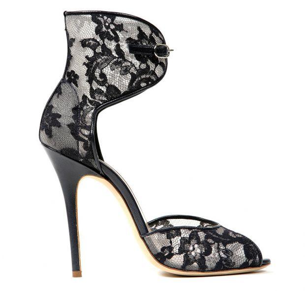 d5bfe9a01a6 57% от участничките в допитването признали, че в миналото са си купували  обувки, след като видели снимки на знаменитост, която се е появила с тях.