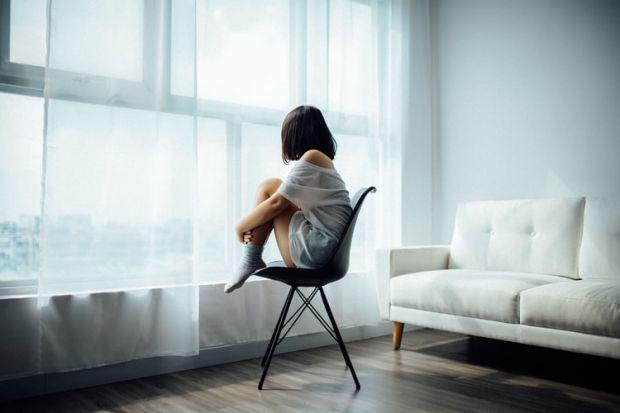 преоценка, поведение, емоции, модели, освобождаване, сама, прозорец