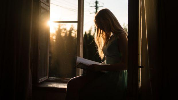 четем, учим се, жена, книга, прозорец