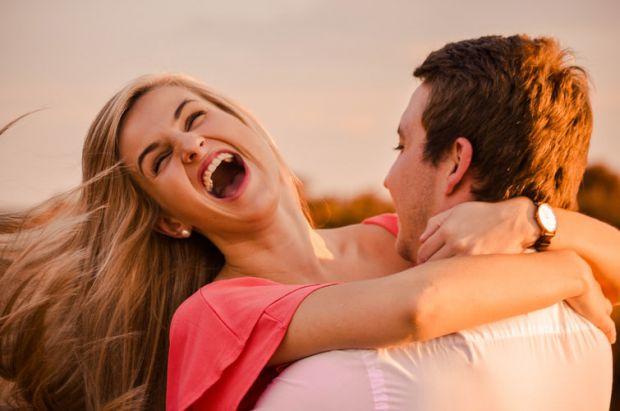 двама, влюбени, усмивка, лети, щастие, двама, прегръдка