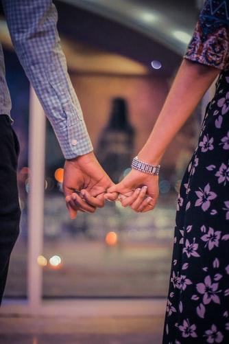 заедно, ръце, хванати, до край, лоялност, вярност, мъж и жена