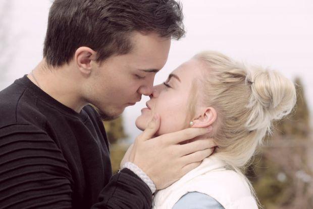 целувка, зодия близнаци, прегръдка, магия, щастие, моменти, любов