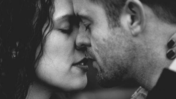 мъж, жена, целувка, любов