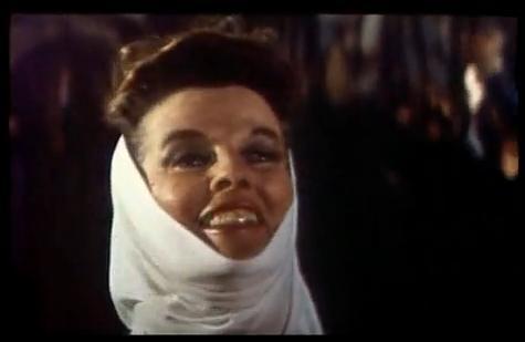 Катрин Хепбърн като Алиенор Аквитанска