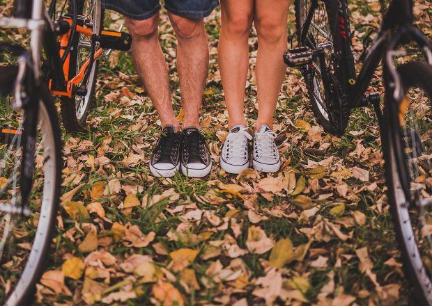 Крака на момиче и момче