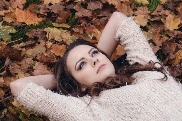 есен и момиче