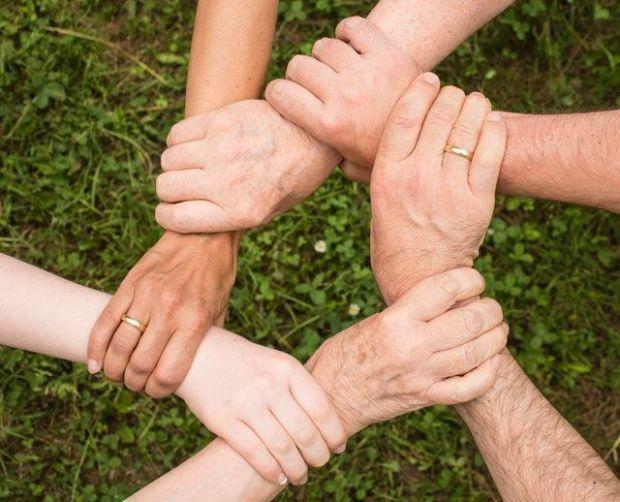 организация, помощ, алтруизъм, благотворителност, ръце, длани