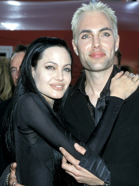 Бавачката на Джоли разказва за тъмното й минало - Новини Angelina Jolie Brother Kiss Oscars