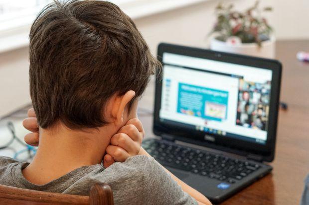 дете, компютър, онлай обучение