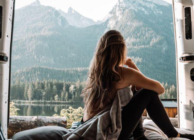 зодия, водолей, месец, октомври, палатка, жена, планина, пътуване