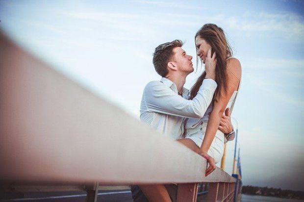 прегръдка, двама, флирт, любов