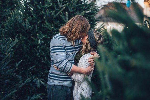 двама, гора, прегръдка, милувка, целувка, скорпион, телец