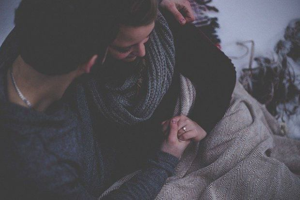 годеж, пръстен, заедно, двама, прегръдка, нежност, романтика