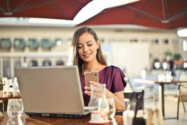жена, лаптоп, работа, предположения, обстоятлства, оптимизъм