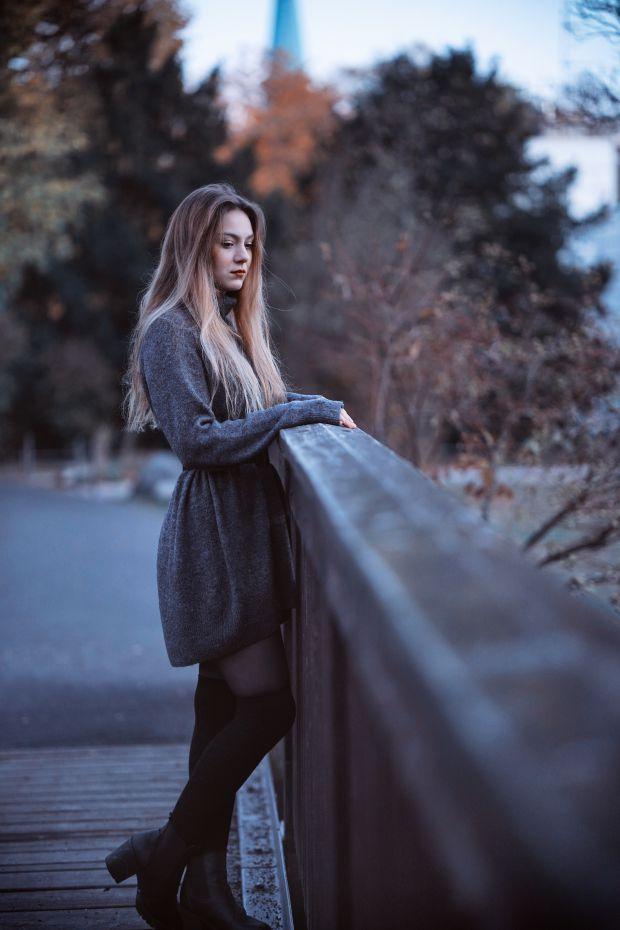 жена, самотна жена