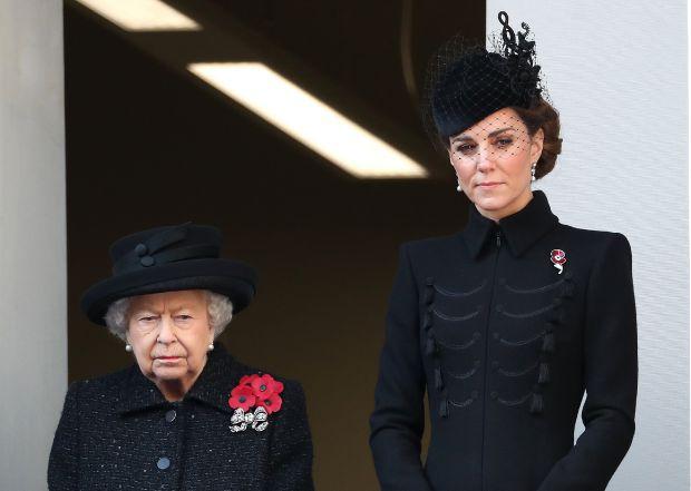 кейт мидълтън, кралица елизабет втора, британското кралско семейство