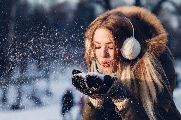 момиче, сняг