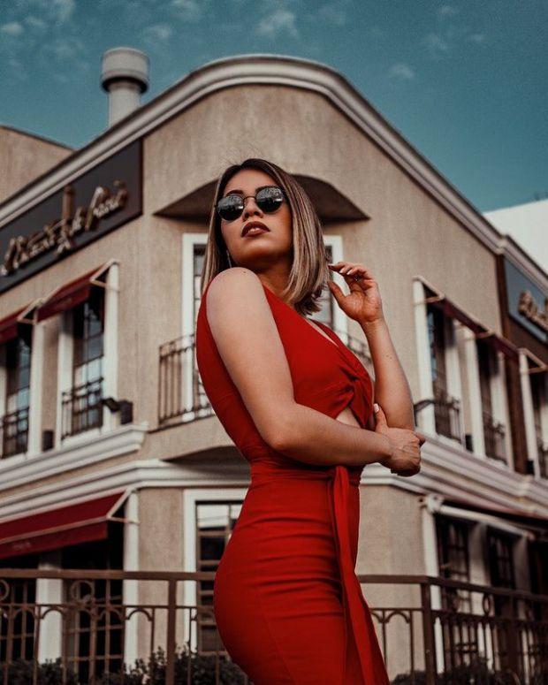 червен, червена рокля, жена, доходи, увеличение, финанси, печалби