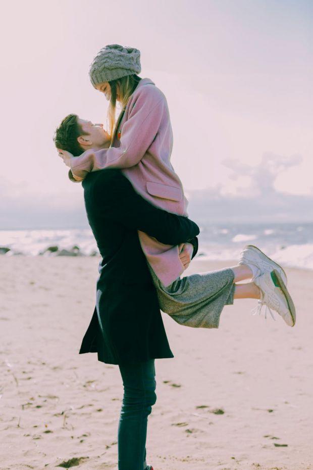 седмичен любовен хороскоп, зодия рак, щастлива двойка, прегръдка