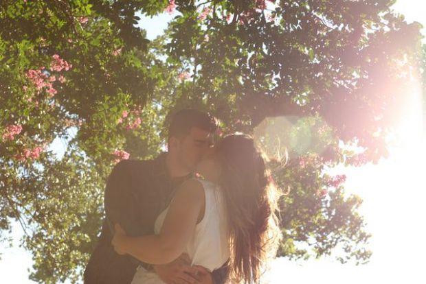 двама, влюбени, градина, лято, цветя