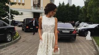 Дълга бяла рокля