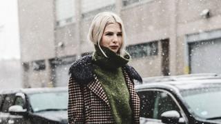 С карирано палто в студените дни