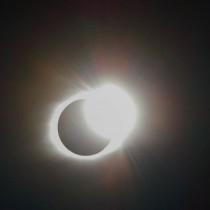 Изумителни кадри от слънчевото затъмнение