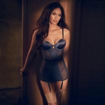 Меган Фокс в секси фотосесия по бельо