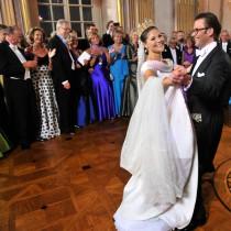 Кралски особи, женени за обикновени хора