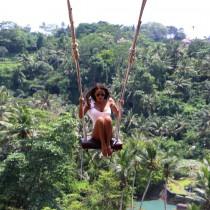 Николета се покатери на слон в Бали