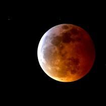 Фантастични кадри от супер кървавата луна