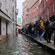 Венеция потъва. Задава се трета приливна вълна